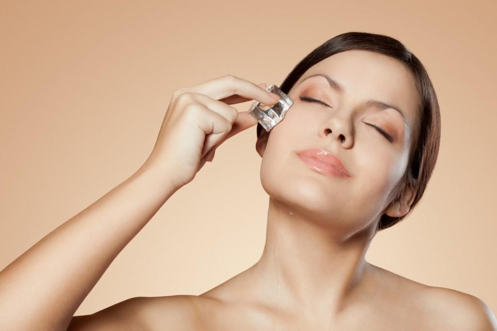 Gheata este un alt remediu la care poti apela in tratarea cercurilor negre de sub ochi