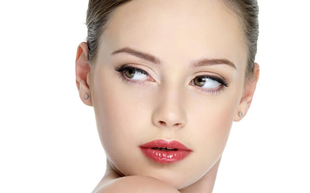 Dacă ai buze subțiri, încearcă să eviți nuanțele închise de ruj sau gloss