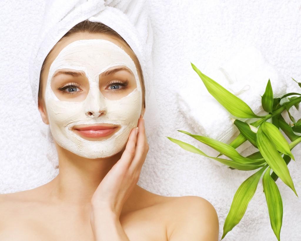 Înainte de a pregăti masca, asigură-te că toate ingredientele care se vor regăsi în compoziția ei sunt proaspete