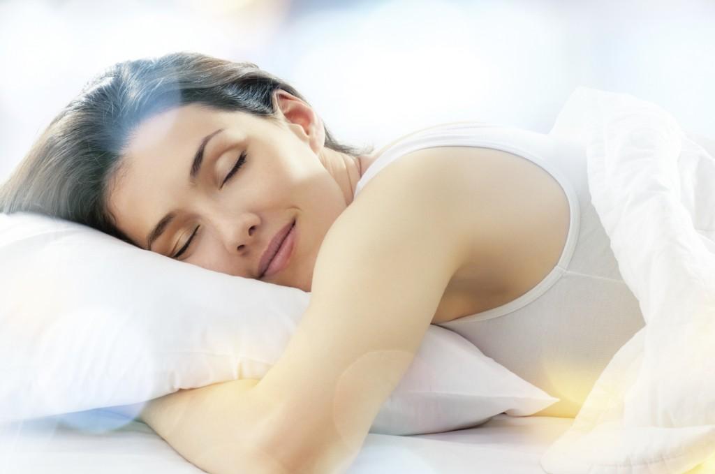 Poziția în care dormi poate accelera apariția ridurilor