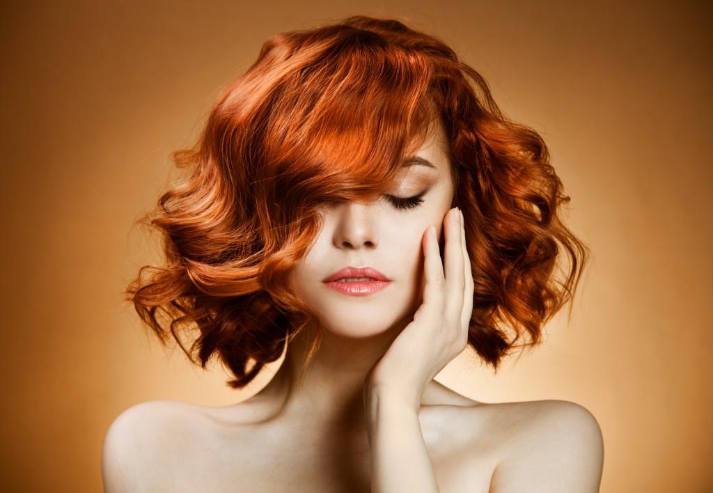 Răsfață-ți părul cu câteva picături de ulei de cocos