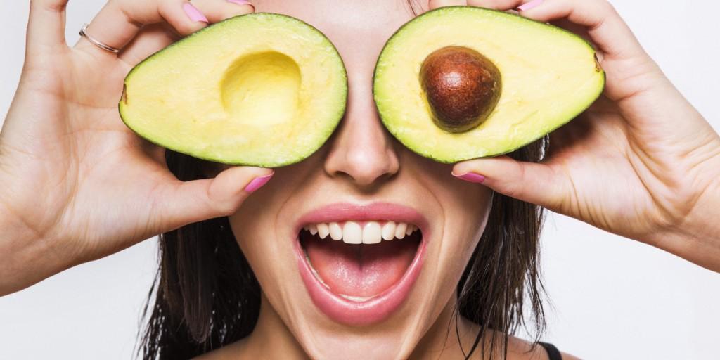 Avocado nu trebuie să lipsească nici din meniul tău zilnic, nici din ritualul de înfrumusețare și îngrijire