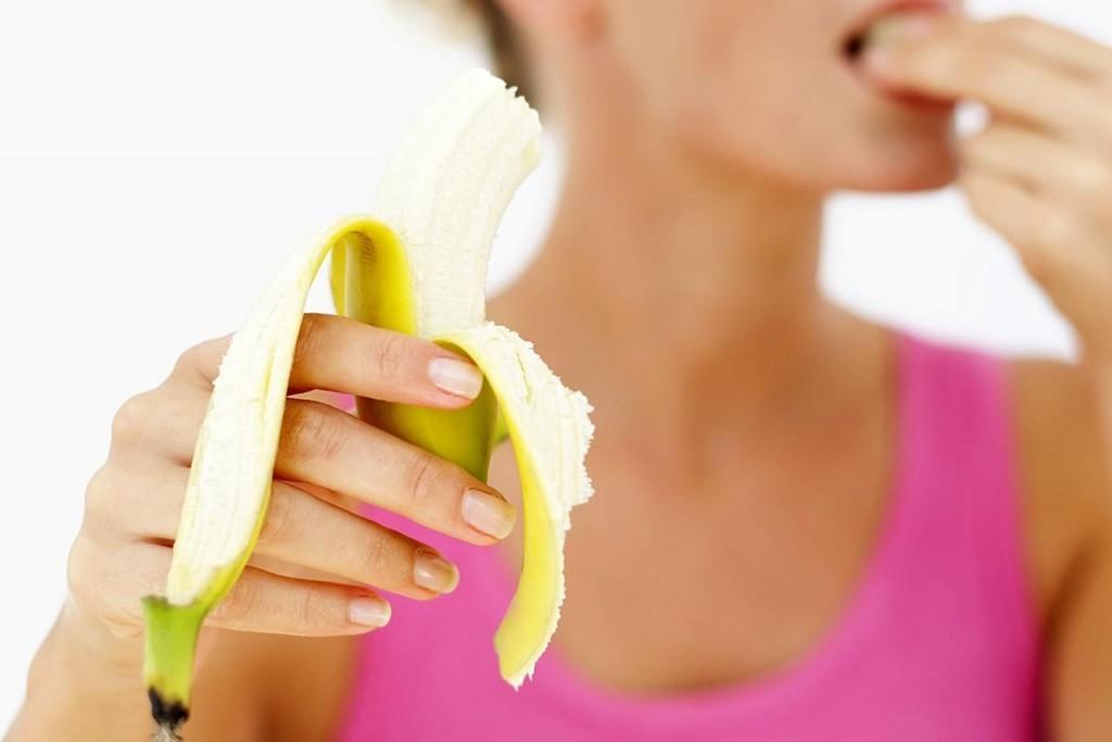 Bananele hidratează pielea în profunzime, diminuează cicatricile de acnee și punctele negre