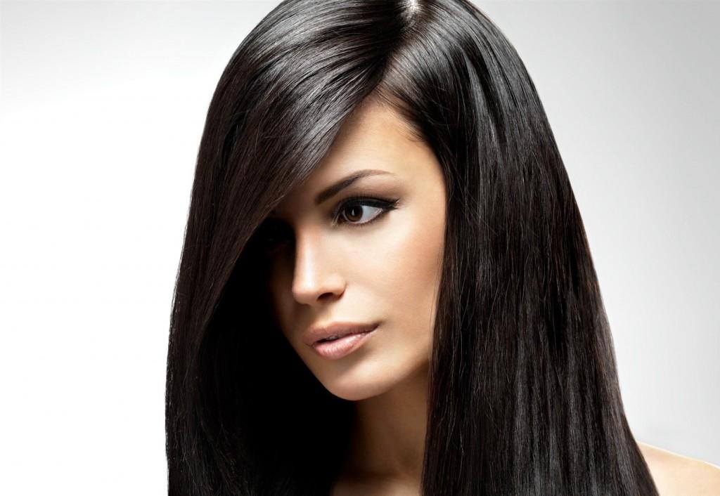 Unul dintre cele mai hot trenduri în materie de hairstyling din 2017 va fi părul foarte drept