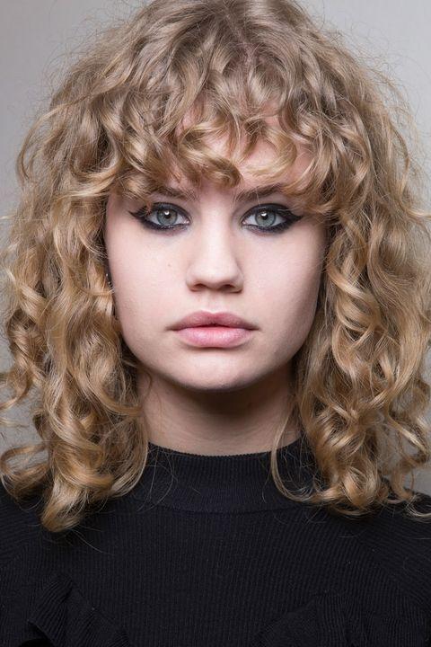 hbz-makeup-trends-fw2017-arty-liner-chloe-bks-m-rf17-4712