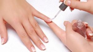 header_image_Benefits-of-nail-polish-base-coat-fustany-beauty-nails