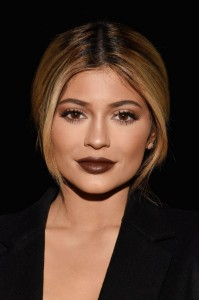 slideshow-dark-lipstick-10-kylie-jenner-dark-lips-main